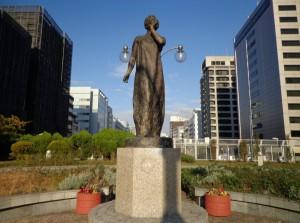築地川銀座公園 月を呼ぶ少女②